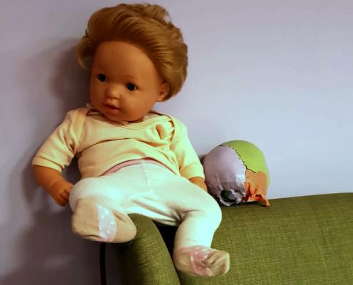 Puppe im Behandlungsraum